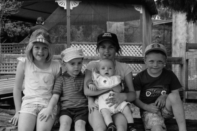 16-9-15_all 5 kids_wagga zoo