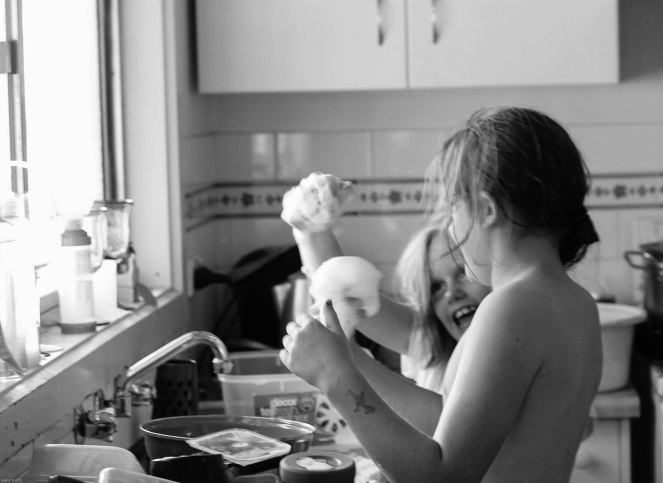 19-10-15_leah_milly_washing dishes