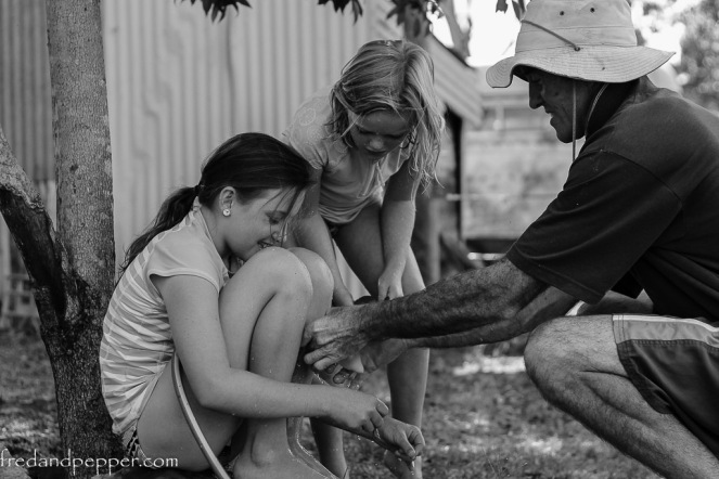 13-1-16_leah_milly_chris_filling waterbombs_home